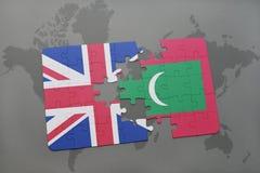 困惑与英国和马尔代夫的国旗世界地图背景的 库存图片