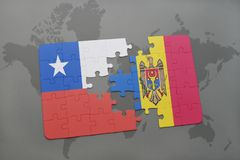 困惑与辣椒和摩尔多瓦国旗世界地图背景的 库存照片
