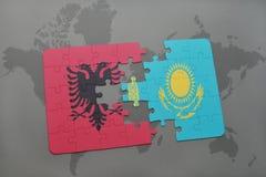 困惑与阿尔巴尼亚和哈萨克斯坦国旗世界地图背景的 皇族释放例证