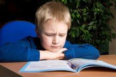 困难的学校家庭作业 免版税库存照片