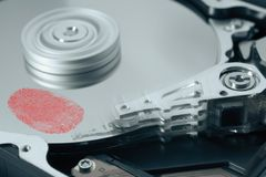 困难磁盘驱动器的指纹 库存图片