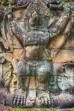 围住雕刻在Preah可汗佛教寺庙在吴哥,柬埔寨 库存照片