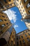 围场庭院或法院结构在圣彼德堡塑造 库存照片
