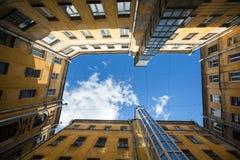 围场庭院或法院结构在圣彼德堡,俄罗斯塑造 结构 库存照片