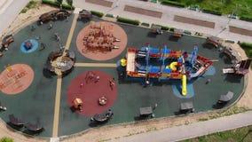 围场活动的儿童操场在公园 r 股票视频