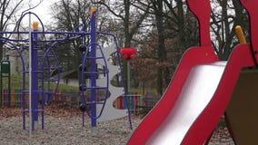 围场的五颜六色的操场在公园 股票视频
