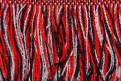 围巾红色,白色和黑色螺纹  冬天围巾纹理 免版税库存照片