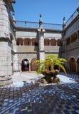围拢修道院的内在法院的修道院 贝纳好朋友 免版税图库摄影