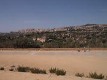 围拢寺庙的谷风景,阿哥里根托,西西里岛 免版税图库摄影
