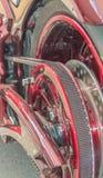 围绕在摩托车的后轮的传输速度 库存照片