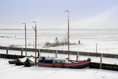 围绕钓鱼海港冰船 免版税库存照片