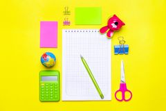 固定式,回到学校、夏时、创造性和教育概念 库存图片