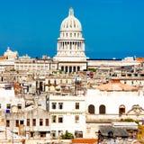 国会大厦圆顶哈瓦那包括视图 免版税库存图片