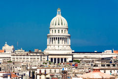 国会大厦圆顶哈瓦那包括视图 免版税库存照片