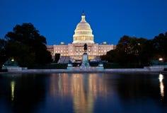 国会大厦在晚上 免版税库存照片