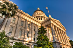 国会大厦被点燃的落日 免版税图库摄影