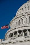 国会大厦详细资料圆顶标志旗杆我们 图库摄影