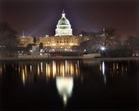 国会大厦dc晚上反映我们华盛顿 免版税库存图片