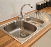 国内厨房新的水槽 免版税库存照片