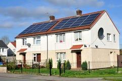 国内屋顶登上的太阳电池板 免版税库存照片