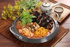 国内牡蛎和血液淡菜,与百合蛤蜊Th的凉快的汤 免版税图库摄影