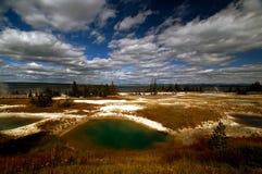 国家公园池塘含硫黄石 免版税库存图片