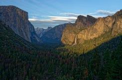 国家公园隧道视图优胜美地 免版税库存照片