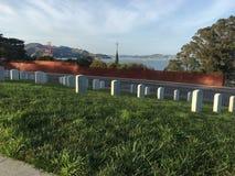 国家公墓, Presidio旧金山,平安地俯视金门大桥, 1 图库摄影