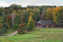 国家农庄秋天风景Rumsiskes立陶宛 免版税库存照片