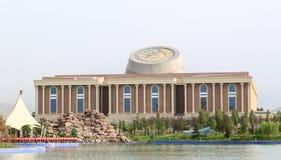 国家博物馆塔吉克斯坦,杜尚别的新的大厦 库存图片
