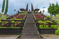 国家寺庙大门在巴厘岛,印度尼西亚 免版税库存照片