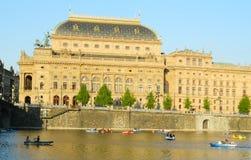 国家戏院在从Kampa海岛,布拉格的布拉格 免版税库存照片