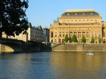国家戏院在从Kampa海岛,布拉格的布拉格 免版税库存图片