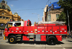 国家火在澳大利亚天游行期间的当局卡车在墨尔本 图库摄影