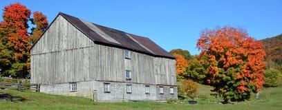 国家边的秋天老农场 库存图片