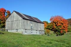 国家边的秋天老农场 免版税图库摄影