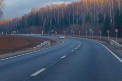 国家高速公路,新近地被修理的,晴朗的秋天天 免版税图库摄影