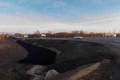 国家高速公路,新近地被修理的,晴朗的秋天天 库存图片