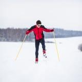 国家(地区)交叉人滑雪年轻人 库存照片