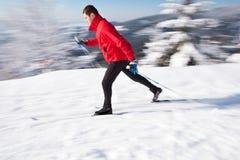 国家(地区)交叉人滑雪年轻人 免版税库存照片