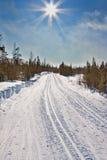 国家(地区)交叉空的滑雪线索 免版税库存照片