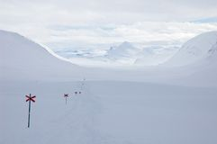 国家(地区)交叉高涨kungsleden滑雪线索 免版税库存照片