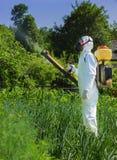 国家(地区)农夫喷洒的杀虫药 库存照片