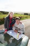 国家(地区)夫妇驱动年轻人 免版税库存照片