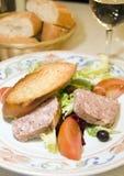 国家(地区)法国头脑猪肉沙拉样式陶罐 免版税库存照片