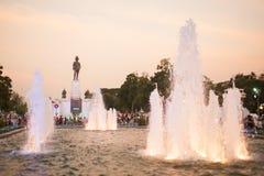 国王位于曼谷的rama VI纪念碑喷泉前面,泰国 库存照片