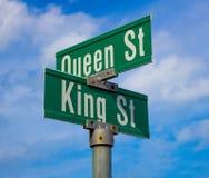 国王和女王/王后街道的标志 库存照片