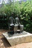 `国王和女王/王后`诺顿西蒙博物馆的亨利・摩尔 库存图片