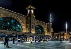 国王夜横渡驻地,伦敦 免版税库存照片