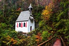 国王海的可爱的秋天教堂  库存图片